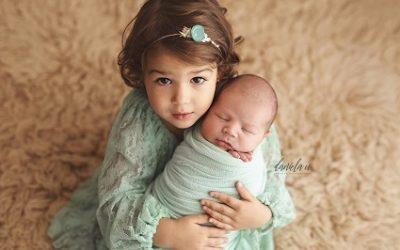 Diferențele dintre fotografierea copiilor și fotografierea nou-născuților